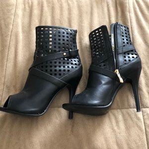 Shoes - Cute zip up heels
